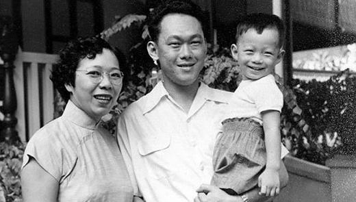 Ông Lý Hiển Long đăng bức ảnh đen trắng của gia đình kèm lời cảm ơn tình cảm của người dân dành cho cha mình trên Facebook.