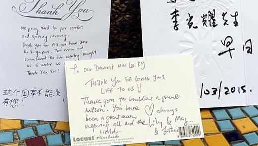 Tấm thiệp bày tỏ sự biết ơn của người dân Singapore với ông Lý Quang Diệu. Họ cảm ơn vì ông đã giúp Singapore lớn mạnh.