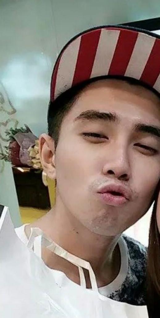 Điệu bộ chu môi dễ thương cũng khiến nhiều fan girl điêu đứng. - Tin sao Viet - Tin tuc sao Viet - Scandal sao Viet - Tin tuc cua Sao - Tin cua Sao
