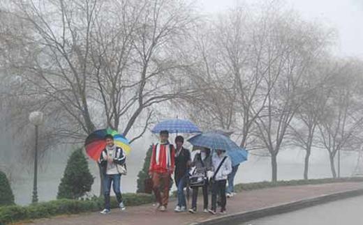Hôm nay: Miền Nam nắng nóng, miền Bắc lại có mưa phùn
