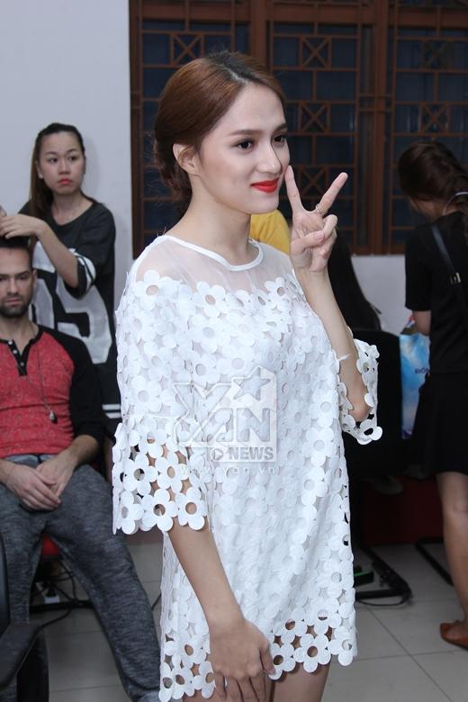 Hương Giang Idol nũng nịu với bạn trai trước giờ lên sóng - Tin sao Viet - Tin tuc sao Viet - Scandal sao Viet - Tin tuc cua Sao - Tin cua Sao
