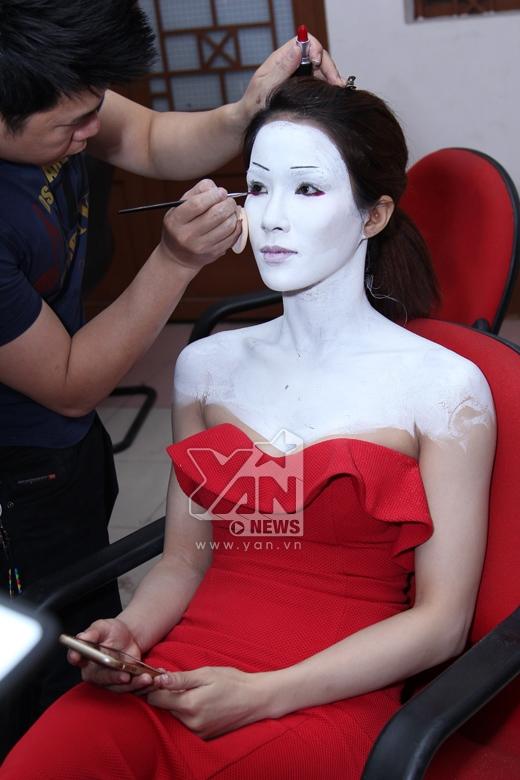 Diệp Lâm Anh với màn hóa trang gương mặt trắng bệch khiến mọi người hoảng sợ. - Tin sao Viet - Tin tuc sao Viet - Scandal sao Viet - Tin tuc cua Sao - Tin cua Sao
