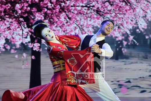 Lên đồng trên sân khấu, Ninh Dương Lan Ngọc khiến Hồng Việt thấy sướng - Tin sao Viet - Tin tuc sao Viet - Scandal sao Viet - Tin tuc cua Sao - Tin cua Sao