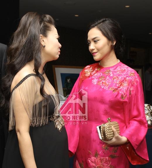 Thu Minh đứng nói chuyện cùng bà xã của Thanh Bùi - Tin sao Viet - Tin tuc sao Viet - Scandal sao Viet - Tin tuc cua Sao - Tin cua Sao