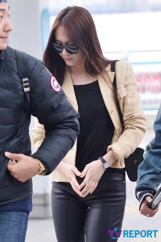 Krystal hoảng hốt vì bị sàm sỡ tại sân bay