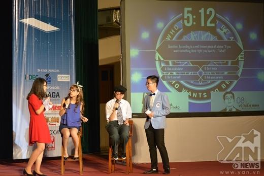 Trở thành MC trong gameshow Ai là triệu phú phiên bản tiếng Anh.