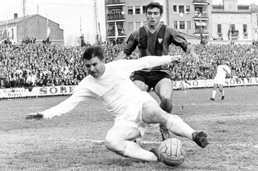 """Puskas giúp """"Kền kền trắng"""" đoạt 5 danh hiệu La Liga và 3 Cúp C1. Thành tích ghi bàn của cố tiền đạo người Hungary trong các trận El Clasico cũng bằng Ronaldo, Gento và Alvarez."""