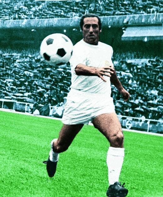 Sau 18 năm gắn bó với Real (1953-1971), Gento ghi 128 bàn sau 428 trận tại La Liga. Tính riêng El Clasico, cựu cầu thủ chạy cánh 81 tuổi ghi 14 bàn sau 42 trận. Ông là người tham dự trận Siêu kinh điển nhiều thứ 2 trong lịch sử, sau Manuel Sanchis (43), một huyền thoại khác của Real.