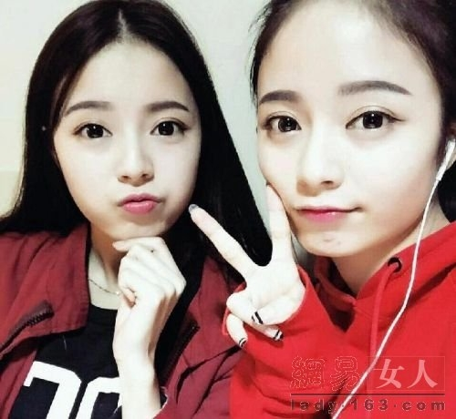 Nhan sắc hai chị em sinh đôi vừa xinh vừa giỏi gây sốt ở Trung Quốc