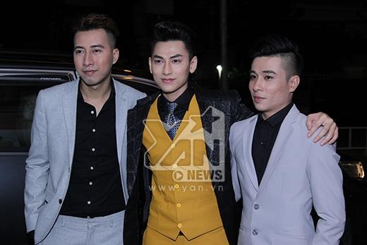 Team Issac lịch lãm với vest xám - đen- vàng. - Tin sao Viet - Tin tuc sao Viet - Scandal sao Viet - Tin tuc cua Sao - Tin cua Sao