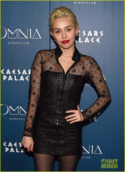 Miley Cyrus kiên quyết không nhận điện thoại của người yêu
