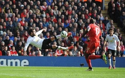 Mata lập cú đúp giúp MU đánh bại Liverpool.