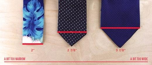 Chọn những chiếc cravat có chiều ngang nhỏ so với những chiếc cravat có bề ngang to.