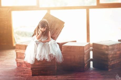 Trầm trồ với bộ ảnh trong veo của cô bé lai 4 tuổi