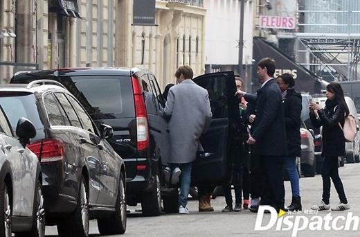 Trong ngày 15/3, Lee Min Ho rời khỏi khách sạn và tạm biệt fan, chuẩn bị đến London.