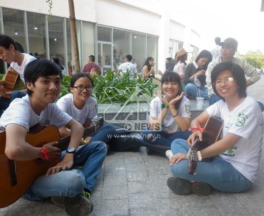 Nhóm của bạn Thanh Tâm rất hào hứng khi lần đầu tiên được tham gia một chương trình lớn và có ý nghĩa như thế này.
