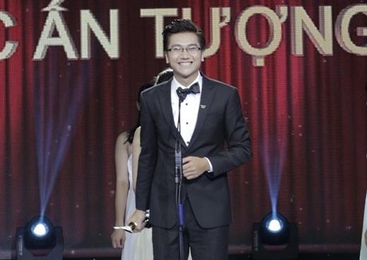 Tại giải Ấn tượng VTV 2014, anh bất ngờ vượt qua không ít đàn anh kỳ cựu để đoạt giải MC được yêu thích nhất. - Tin sao Viet - Tin tuc sao Viet - Scandal sao Viet - Tin tuc cua Sao - Tin cua Sao