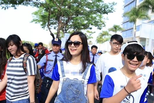 Sau khi trình diễn trên sân khấu, Phạm Quỳnh Anh cùng với 6000 người xuất phát chạy bộ - Tin sao Viet - Tin tuc sao Viet - Scandal sao Viet - Tin tuc cua Sao - Tin cua Sao