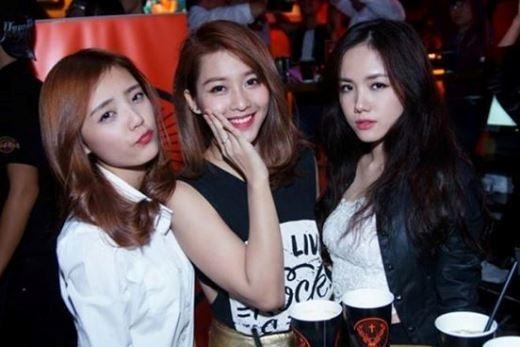Ngưỡng mộ trước tình bạn thân thiết của 3 hot girl đình đám