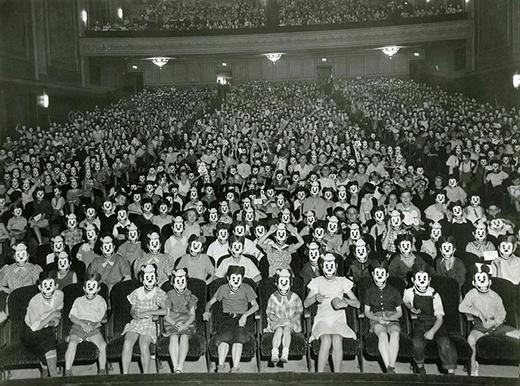 Một buổi gặp mặt của câu lạc bộ Hội những người yêu thích chuột Mickey.