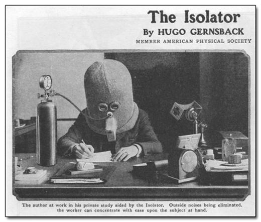 Một Isolator (người tự cách ly mình với xã hội) bên bàn làm việc với bộ phận cách ly riêng của mình. Oxy được đưa vào cơ thể qua đường ống, và mặt nạ chỉ chừa hai con mắt đủ nhìn một dòng văn bản.
