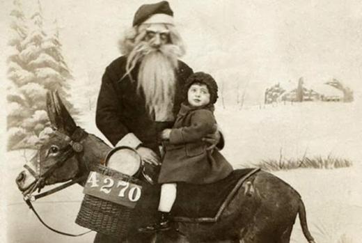 Không phải ông già Noel nào cũng vui vẻ và tươi cười.
