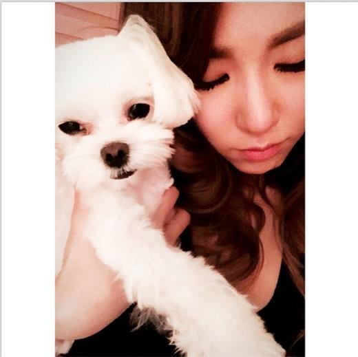 Tiffany tiếp tục khoe hình âu yếm cún cưng cực đáng yêu