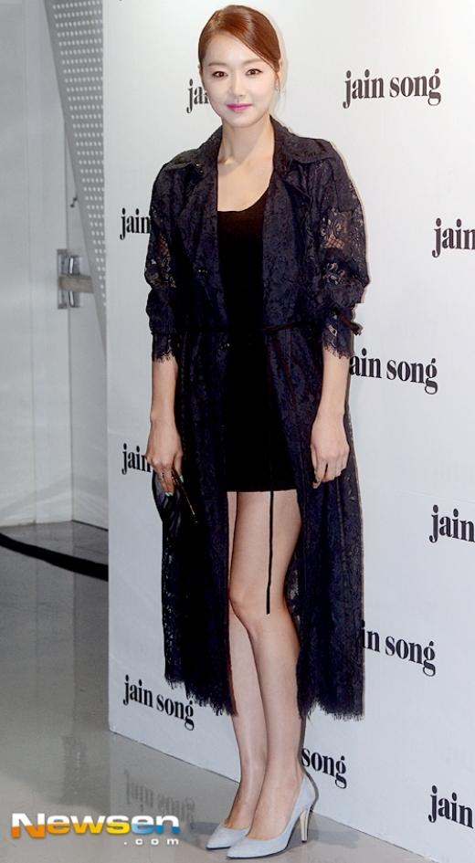 Park Shin Hye sang chảnh, Hyomin già dặn trên thảm đỏ