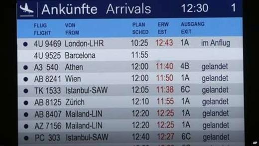 Bảng thông tin chuyến bay đặt tại phi trường ở thành phố Dusseldorf, Đức, không hiển thị tình trạng chuyến bay của 4U9525. Ảnh: AP