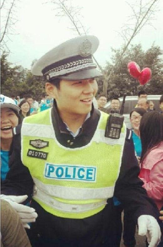 Náo loạn vì chàng cảnh sát điển trai giống... Hà Dĩ Thâm