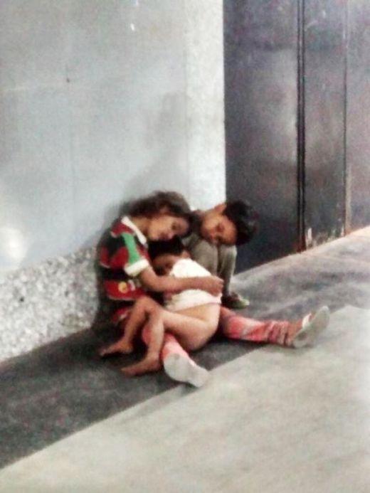 Nhờ mạng xã hội, ba em bé lang thang trong giá rét đã tìm được mẹ