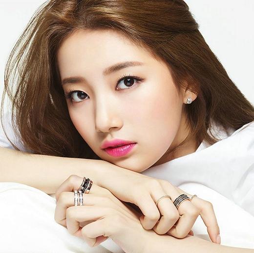 Cư dân mạng chỉ trích Lee Min Ho mải yêu Suzy nên không chịu nhập ngũ.