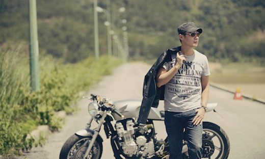 MC Anh Tuấn đặc biệt rất yêu thích xe cộ và là một trong những người nổi tiếng sở hữu những chiếc xe độc tại Việt Nam. Anh yêu thích xe cộ và các đồ điện tử, công nghệ thay vì để ý tới quần áo hàng hiệu đắt tiền. - Tin sao Viet - Tin tuc sao Viet - Scandal sao Viet - Tin tuc cua Sao - Tin cua Sao