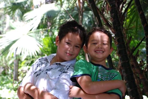 Hai quý tử của MC Anh Tuấn mang vẻ đẹp lai tây rất dễ thương. - Tin sao Viet - Tin tuc sao Viet - Scandal sao Viet - Tin tuc cua Sao - Tin cua Sao