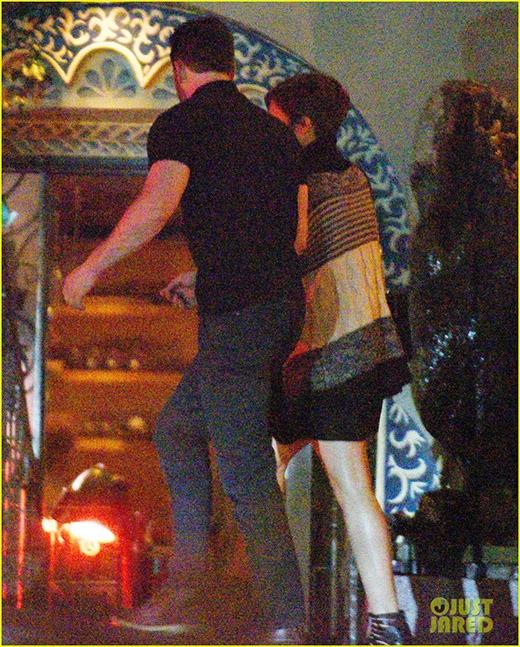 """Lộ ảnh hẹn hò lãng mạn của """"đội trưởng Mỹ"""" Chris Evans"""