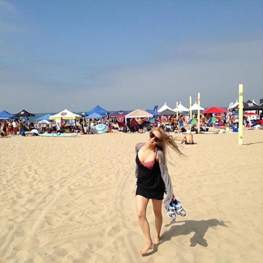 Hyoyeon thích thú khi đi du lịch ở Mỹ: Tôi đang ở Los Angeles.
