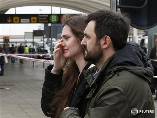 Rất nhiều thân nhân hành khách có mặt trên chuyến bay đã nhanh chóng tập trung tại hai sân bay El Prat (Pháp) vá Dueseldorf (Đức) để chờ tin tức từ vụ tai nạn