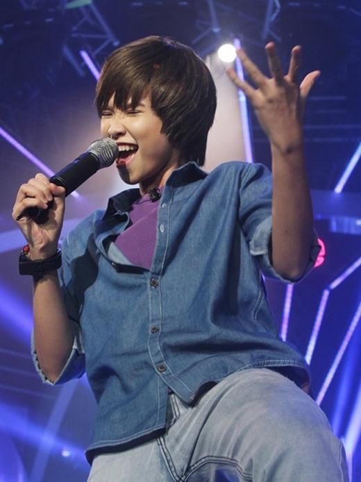 Trong chương trình Gương mặt thân quen mùa đầu tiên, Khởi My hoá thân thành Justin Bieber thể hiện ca khúc Baby. Tiết mục này của Khởi My đã nhận được sự đánh giá cao của cả ban giám khảo và khán giả. - Tin sao Viet - Tin tuc sao Viet - Scandal sao Viet - Tin tuc cua Sao - Tin cua Sao
