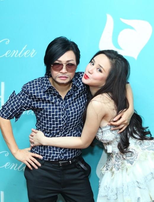 Anh Chanh tình tứ cùng với Vy Oanh trong hậu trường một buổi ca nhạc - Tin sao Viet - Tin tuc sao Viet - Scandal sao Viet - Tin tuc cua Sao - Tin cua Sao