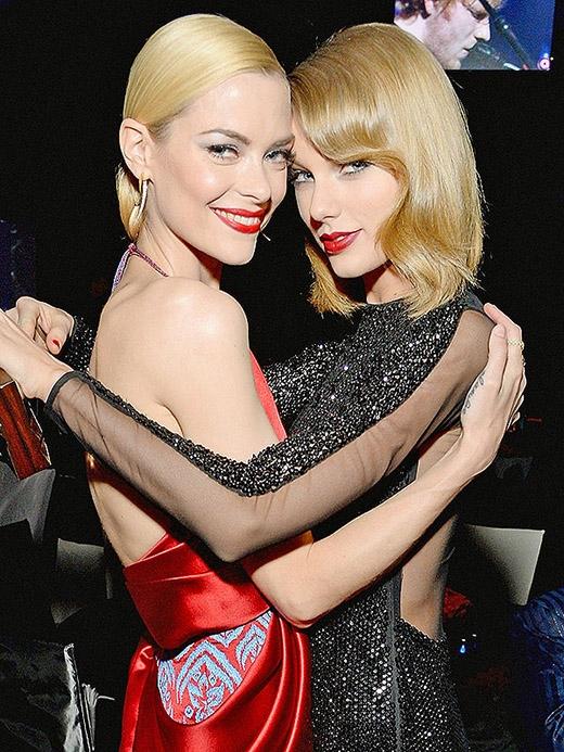 Taylor Swift được ca ngợi về khả năng làm mẹ