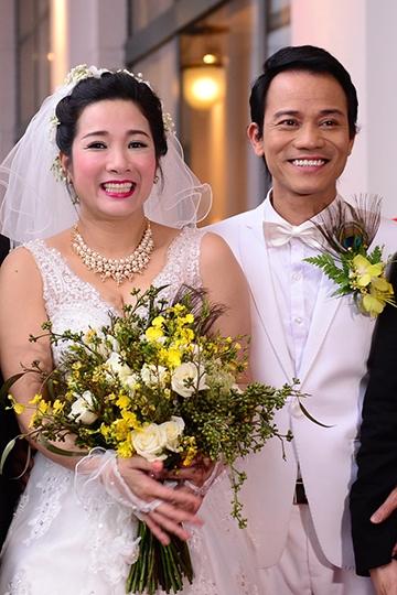 Ngày 14/3, Thanh Thanh Hiền và Chế Phong tổ chức đám cưới tại Hà Nội, với sự tham gia của nhiều bạn bè nghệ sĩ. Hai con gái cô tham gia một tiết mục làm món quà chúc mừng ngày vui của mẹ. - Tin sao Viet - Tin tuc sao Viet - Scandal sao Viet - Tin tuc cua Sao - Tin cua Sao