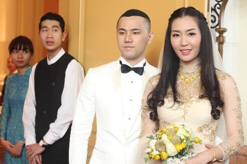 Ngay cả đám cưới của Thùy Trang cũng được tiến hành một cách ấm cúng, gọn nhẹ, không khoa trương bề thế. - Tin sao Viet - Tin tuc sao Viet - Scandal sao Viet - Tin tuc cua Sao - Tin cua Sao