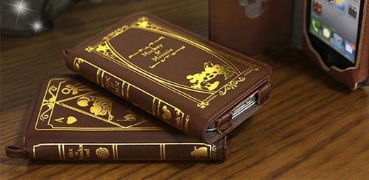 Chiếc bao da này khá giống với cuốn sổ nhật kí nhỏ, hoặc cuốn sổ ghi lại danh bạ thời điện thoại bàn.