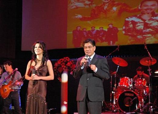 Bộ đôi MC rất nổi tiếng của chương trình ca nhạc hải ngoại được nhiều khán giả yêu thích. - Tin sao Viet - Tin tuc sao Viet - Scandal sao Viet - Tin tuc cua Sao - Tin cua Sao