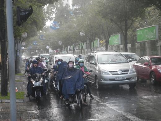 Cơn mưa xuất hiện khá lớn và kéo dài