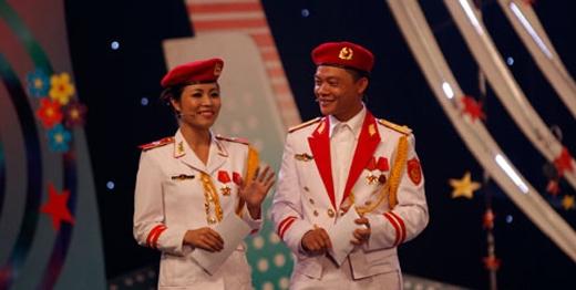 Hai MC phối hợp với nhau rất tốt và tạo nên thương hiệu cho chương trình Chúng tôi là chiến sỹ. - Tin sao Viet - Tin tuc sao Viet - Scandal sao Viet - Tin tuc cua Sao - Tin cua Sao