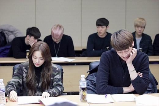 Dara (2NE1) tiếp tục khiến các fan đứng ngồi không yên với những hình ảnh mới nhất của buổi đọc kịch bản phim mới: Hoàn thành.