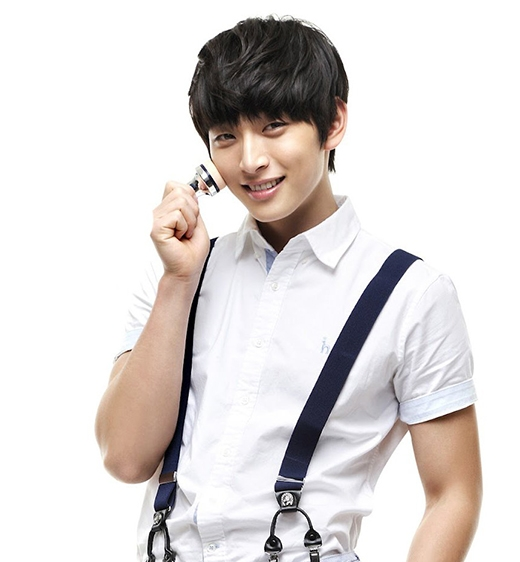 Jinwoon cũng theo đuổi sự nghiệp riêng tại công ty Mystic Entertainment.
