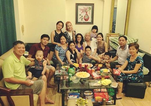 Đại gia đình nhiều thế hệ nhà Chi Pu. - Tin sao Viet - Tin tuc sao Viet - Scandal sao Viet - Tin tuc cua Sao - Tin cua Sao