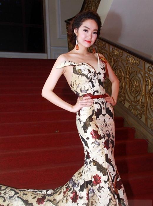 Gu thời trang đi sự kiện của cô nàng ngày càng đẳng cấp. - Tin sao Viet - Tin tuc sao Viet - Scandal sao Viet - Tin tuc cua Sao - Tin cua Sao